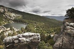 Ajardine com lago e floresta do pinho na Espanha Laguna Negra Foto de Stock Royalty Free