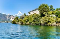 Ajardine com lago Maggiore e ilha Madre, Itália Imagem de Stock