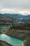 Ajardine com a lagoa não ofuscante verde nas montanhas, Turquia do armazenamento do Cay Foto de Stock