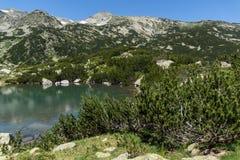 Ajardine com lagos Banski e pico pequeno de Polezhan, montanha de Pirin Imagens de Stock Royalty Free
