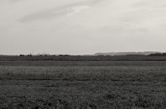 Ajardine com longe as montanhas e as plantas de sal em Soligorsk no Republic of Belarus Imagem de Stock Royalty Free
