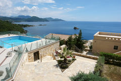 Ajardine com mar, as ilhas e os iate azuis em Grécia Imagem de Stock