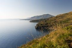 Ajardine com mar e costeie, Sicília, Itália Fotos de Stock Royalty Free