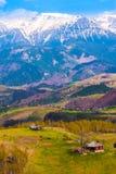 Ajardine com montanhas Fotografia de Stock Royalty Free