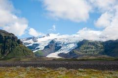 Ajardine com montanhas, geleira e nuvem, Islândia Imagem de Stock Royalty Free