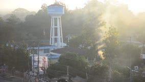 Ajardine com movimento do fumo e eleve-se área aquífera artesiana da autoridade provincial do sistema hidráulico na cidade de Lam vídeos de arquivo