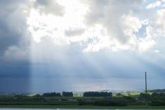 Ajardine com nuvens, chuva e sol na terra Imagens de Stock Royalty Free