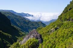 Ajardine com nuvens de rastejamento, Madeira, Portugal Fotografia de Stock Royalty Free