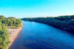 Ajardine com nuvens e o rio cinzentos de Desna em Chernigiv Imagem de Stock Royalty Free