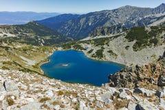 Ajardine com o lago Tevno Vasilashko, montanha de Pirin Imagem de Stock Royalty Free