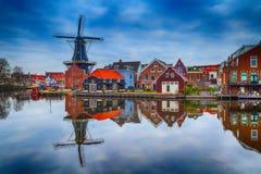 Ajardine com o moinho de vento, Haarlem, Holanda Imagens de Stock Royalty Free
