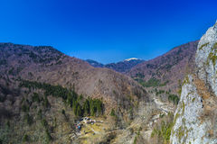 Ajardine com o parque nacional Buila de montanhas rochosas, Carpathians Fotografia de Stock