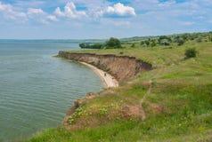 Ajardine com o reservatório de Kakhovka situado no rio de Dnepr, Ucrânia Imagens de Stock