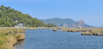 Ajardine com o rio Dalaman da montanha em Turquia Imagens de Stock Royalty Free