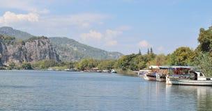 Ajardine com o rio Dalaman da montanha em Turquia Fotos de Stock Royalty Free
