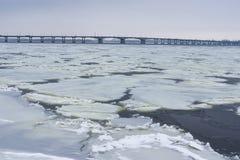 Ajardine com o rio de Dnepr na cidade de Dnepr, Ucrânia Fotografia de Stock Royalty Free