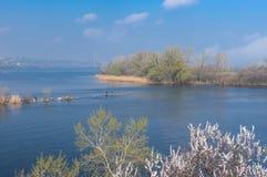 Ajardine com o rio de Dnepr perto da cidade de Dnepr, Ucrânia Fotografia de Stock Royalty Free