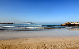 Ajardine com o Sandy Beach de Tânger, Marrocos, África Imagem de Stock