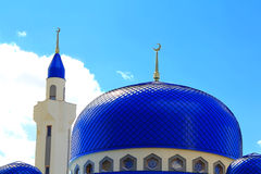 Ajardine com o templo do Islão da Rússia sul Imagem de Stock Royalty Free