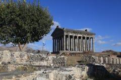 Ajardine com o templo pagão antigo de Garni, Armênia Foto de Stock Royalty Free