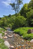 Ajardine com os montes verdes perto da vila de Fotinovo na montanha de Rhodopes, Bulgária Imagens de Stock Royalty Free