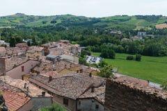 Ajardine com os telhados das casas na cidade pequena de tuscan na província, Fotografia de Stock Royalty Free