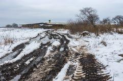 Ajardine com país sujo para cultivar no dia de inverno sombrio Foto de Stock Royalty Free