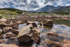 Ajardine com pico de Musala e lagos Musalenski, montanha de Rila Fotos de Stock Royalty Free