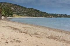 Ajardine com a praia da areia em Kefalonia, ilhas Ionian, Grécia Imagem de Stock Royalty Free