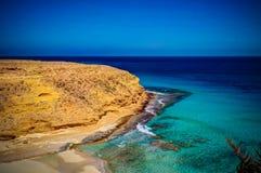 Ajardine com a praia de Ageeba da areia perto de Mersa Matruh, Egito Fotografia de Stock Royalty Free