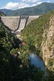 Ajardine com a represa do Vacha & do x28; Antonivanovtsy& x29; Reservatório, Bulgária Foto de Stock