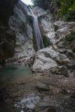 Ajardine com rio e cachoeiras na ilha de Lefkada, GR Imagens de Stock