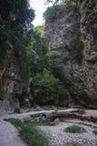 Ajardine com rio e cachoeiras na ilha de Lefkada, GR Foto de Stock