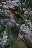 Ajardine com rio e cachoeiras na ilha de Lefkada, GR Fotografia de Stock