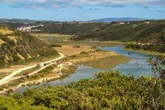 Ajardine com rio Mira na nova de Milfontes de Vila, Portugal Fotografia de Stock Royalty Free