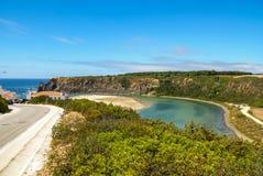 Ajardine com rio Mira na nova de Milfontes de Vila, Portugal Fotografia de Stock