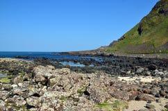 Ajardine com rochas e costa de mar da fotografia do seascape da Irlanda Foto de Stock Royalty Free