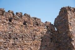 Ajardine com ruínas de um castelo em Trasmos, Aragon, Espanha Fotos de Stock Royalty Free