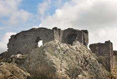 Ajardine com ruínas e céu em Catalonia, Girona spain Foto de Stock