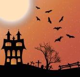 Ajardine com um castelo de Dia das Bruxas e uma lua grande Fotografia de Stock