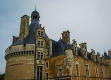Ajardine com um castelo medieval em Touffou, França Fotografia de Stock Royalty Free