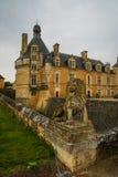 Ajardine com um castelo medieval em Touffou, França Imagens de Stock Royalty Free
