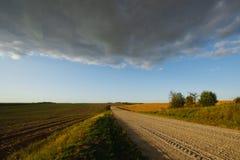 Paisagem do verão com uma estrada Foto de Stock Royalty Free