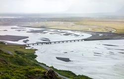 Ajardine com uma ponte da estrada através do rio de Jakulsa Imagem de Stock Royalty Free