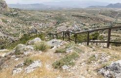 Ajardine com uma vista sobre a cidade de Olivares e as montanhas, província de Granada Fotos de Stock Royalty Free