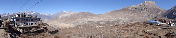 Ajardine com vila de Muktinath, área do annapurna, Nepal Fotos de Stock