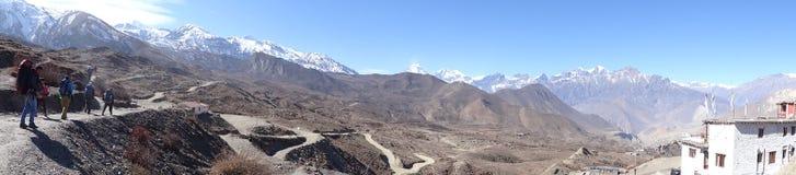 Ajardine com vila de Muktinath, área do annapurna, Nepal Imagens de Stock
