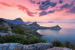 Ajardine com vista bonita no vale e no mar da montanha Foto de Stock Royalty Free