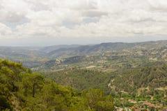 Ajardine com vistas das montanhas, florestas, planícies Foto de Stock
