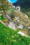 Ajardine com vistas do monastério da caverna de Vardzia (Gruziya) Imagem de Stock Royalty Free